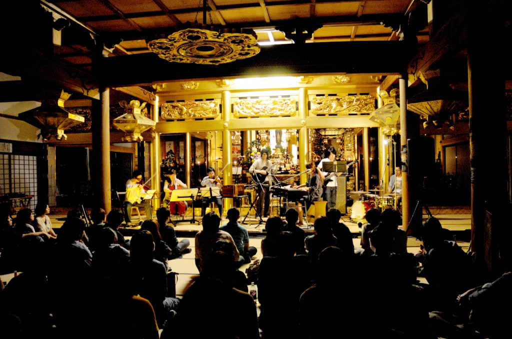 夜の子どもたち、新潟での演奏風景